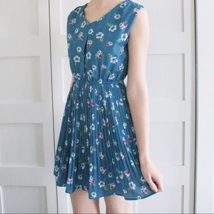 MODCLOTH Floral Pleated Dress